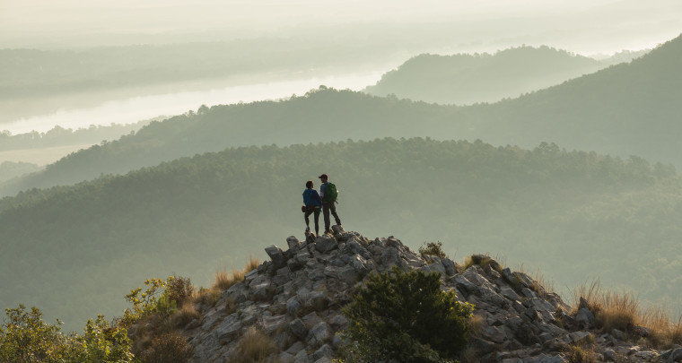 Hey, Arkansas Lovers! Here Are the Top 10 Places to Kiss in The Natural State