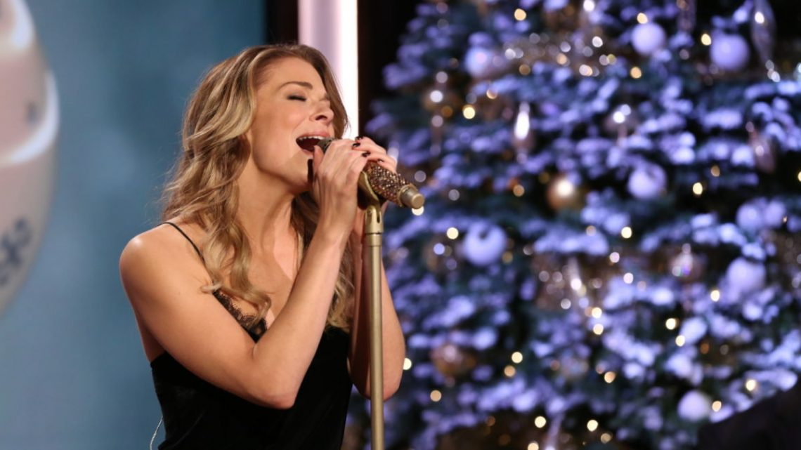 LeeAnn Rimes will perform at the Walton Arts Center for a special holiday concert.
